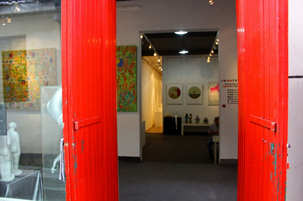 red doors, a gallery in M50 photographed by Bel